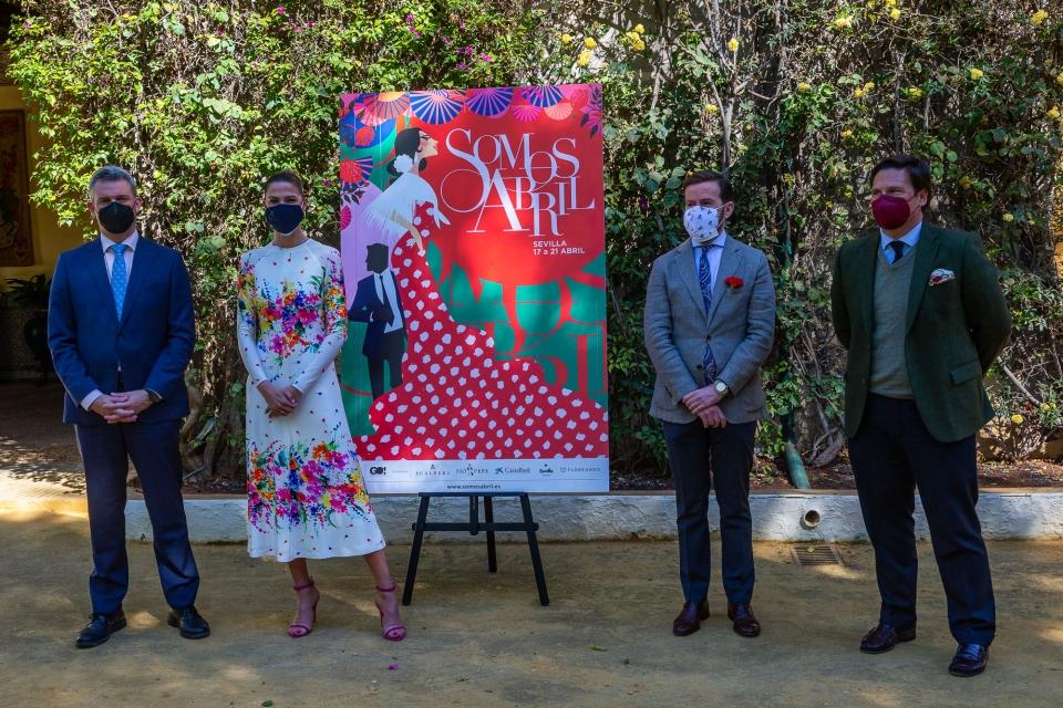 Laura Sánchez y Javier Villa junto a los representantes de CaixaBank y Tío Pepe.